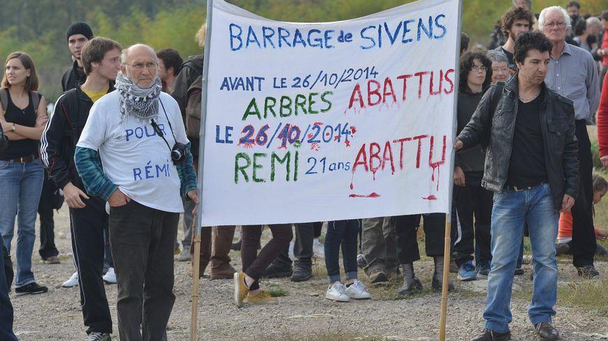 Un hommage à Rémi Fraisse à Sivens, en 2015.