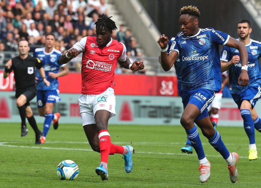 Mohamed Simakan a disputé son premier match en pro à l'occasion de la 2e journée de Ligue 1, à Reims (0-0). Le joueur, né le 3 mai 2000, est promis à un bel avenir.