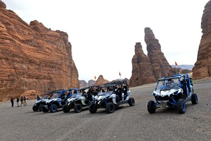 Tourisme motorisé dans le désert d'Ula à proximité du site d'Al-Ula (janvier 2019)