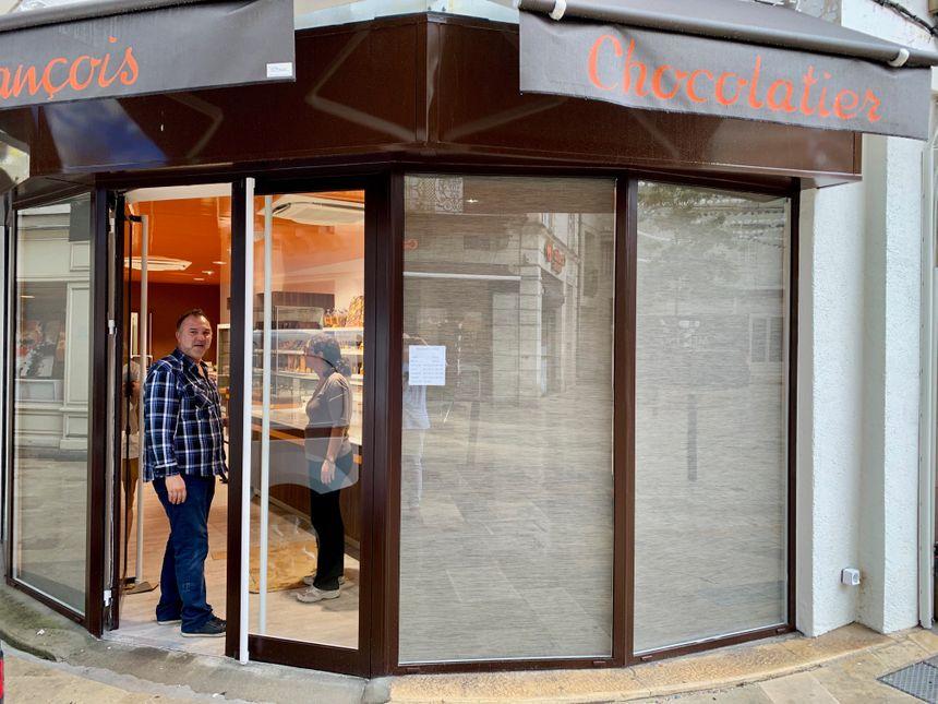 La nouvelle pâtisserie François s'installe au 19, rue de la République à la place d'un magasin de chaussures de sport