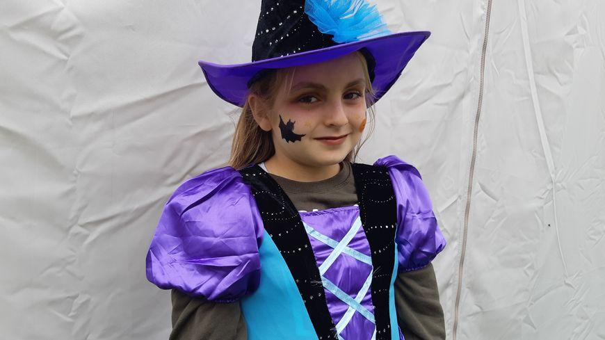 Manon 9 ans déguisée pour Halloween à La Rochelle