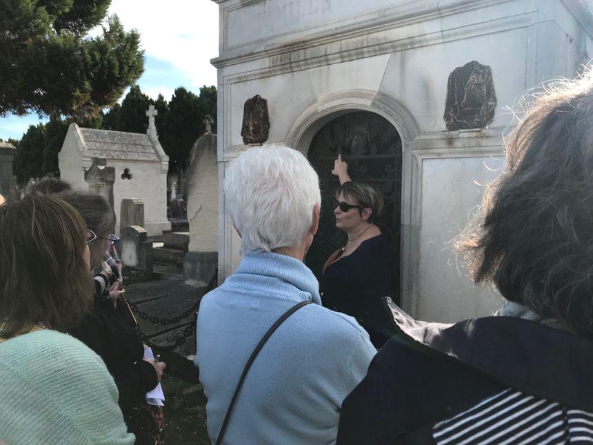 Céline Benoist décrit les tombes les plus spectaculaires du cimetière
