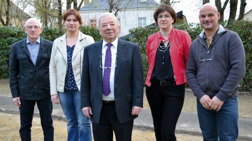 Claude Le Feuvre (au centre) entouré de ses adjoints à la mairie de Saint-Pierre la Cour