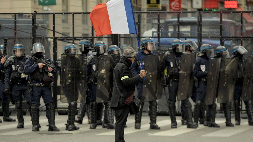 Les policiers mobilisés pendant de longs weekends durant l'hiver dernier pendant les Gilets Jaunes.