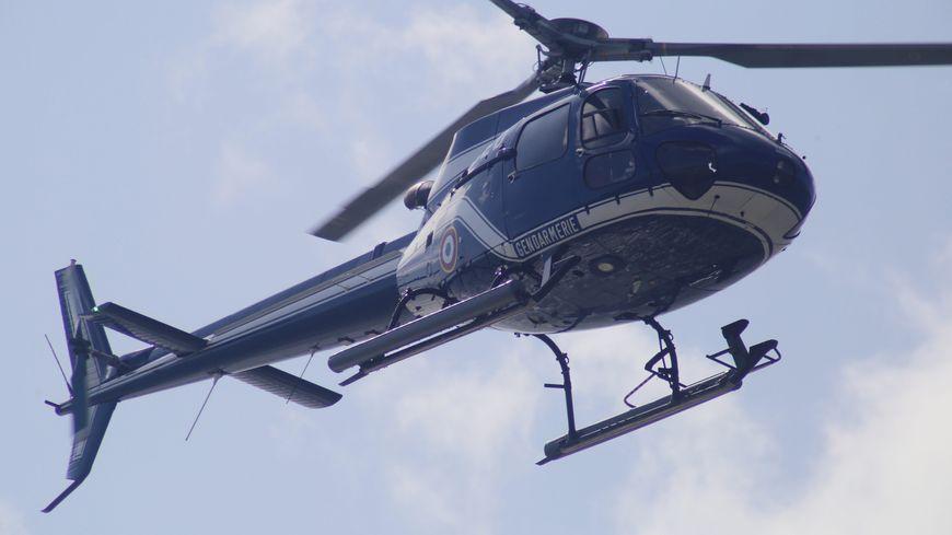 Un hélicoptère de la gendarmerie participe aux recherches ( illustration)