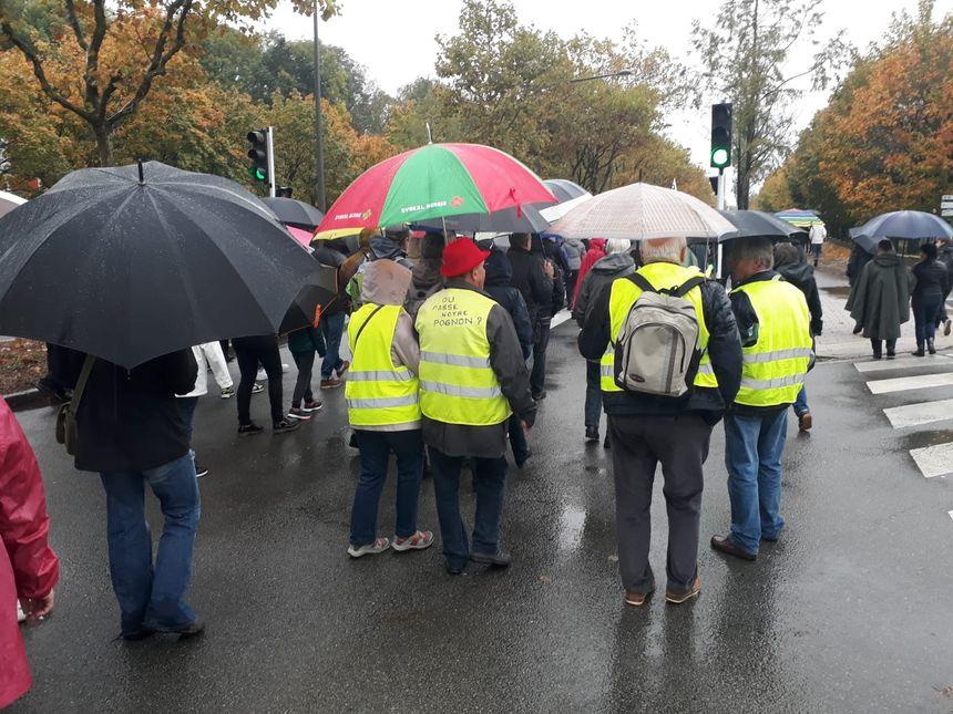 Des gilets jaunes dans la manifestation belfortaine contre le plan social à GE.
