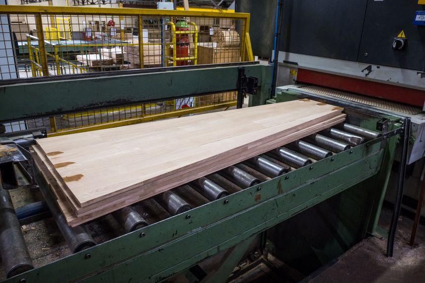 Fabrication de cercueils.