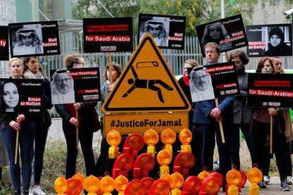 L'ONG Reporters sans frontières a organisé ce 1er octobre plusieurs manifestations devant les ambassades d'Arabie Saoudite dans le monde, ici à Berlin