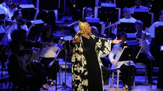 Jessye Norman se produit lors de l'hommage du 80e anniversaire du compositeur et chef d'orchestre John Williams le 18 août 2012 à Tanglewood à Lenox, Massachusetts.
