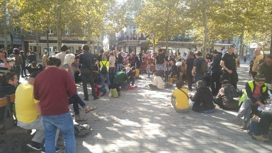 Un pique-nique était organisé au centre de Gaillac par les manifestants.