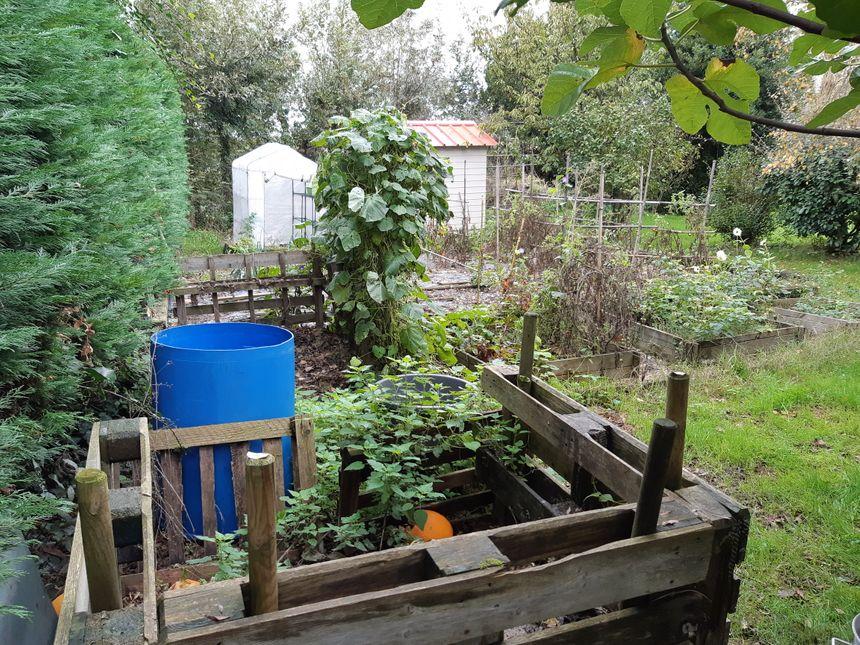 Chez Valérie, on n'a pas attendu la distribution des composteurs pour se mettre à la production d'engrais.