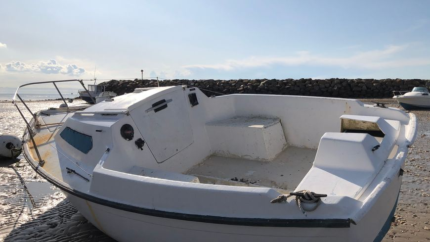 ce bateau est inutilisable après le vol de son moteur car la structure a été dégradée