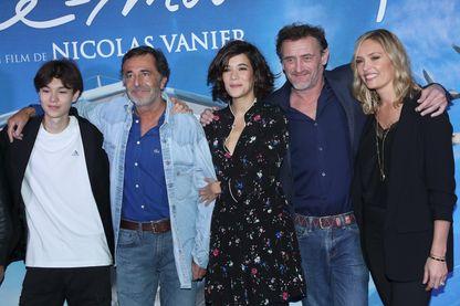 Louis Vazquez, Nicolas Vanier, Lilou Fogli, Mélanie Doutey, et Jean-Paul Rouve à la première du film « Donne-moi des ailes » le 6 octobre 2019 à Paris.