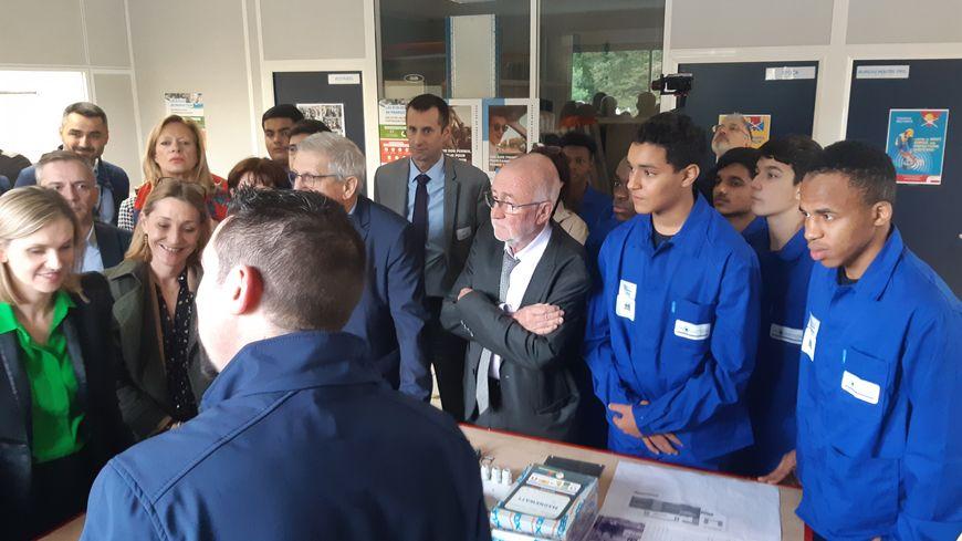 Les élèves ont présenté leur travail aux représentants de l'Etat et des collectivités locales venus nombreux jeudi pour inaugurer l'école