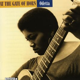 "Pochette de l'album ""At the gate of horn"" par Odetta"
