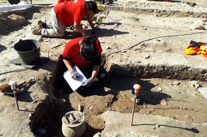 Des archéologues de l'INRAP sur le site de Narbonne