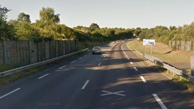 Le chevreuil a été retrouvé par la police sur le contournement de La Roche, au niveau du radar.