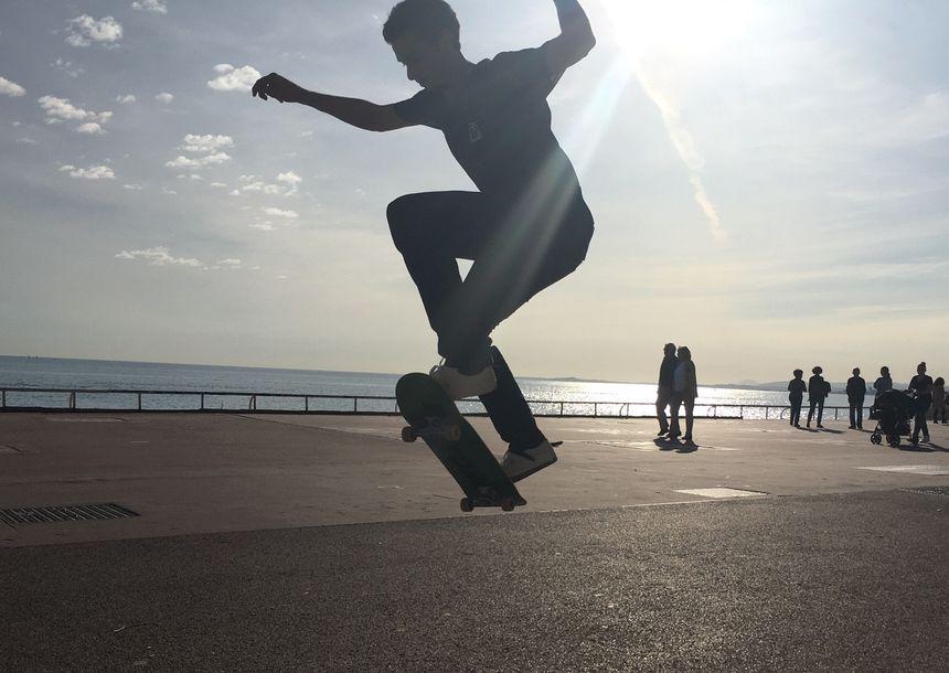 Figure d'un skateur quai des Etats-Unis