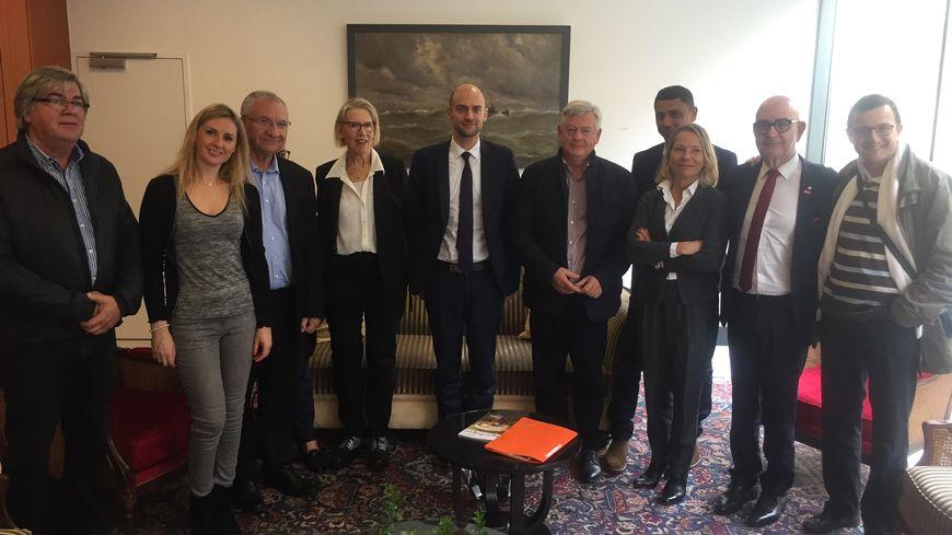 Patrick Palem soutenu par Jean-Noël Barrot (au centre), le secrétaire général du Modem