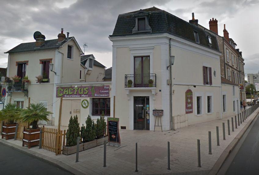 Le bar dans lequel l'individu, ivre, a été interpellé samedi soir à Montargis