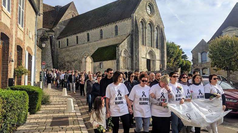 La marche blanche est partie de la place Saint-Macé pour rejoindre l'école de la Cléry.
