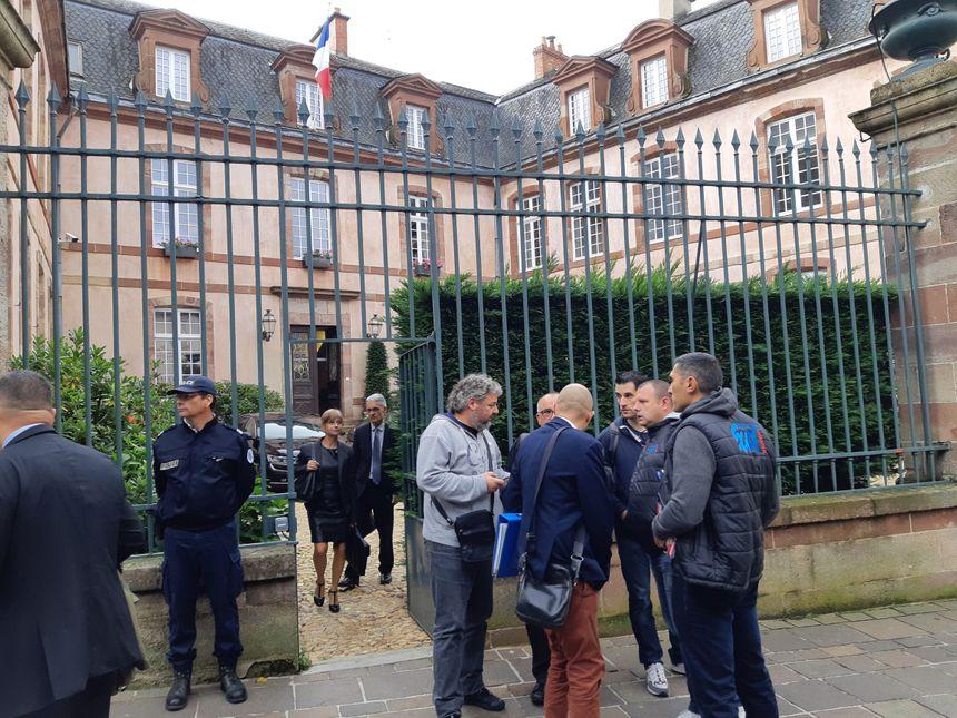Les syndicats de la Bosch à la sortie de leur entretien avec le ministre jeudi 26 septembre.