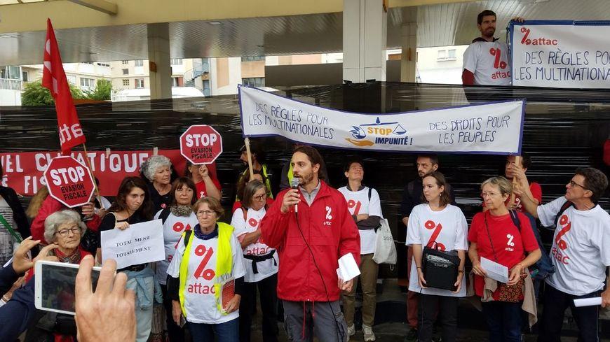 Les militants ont bloqué la station Total boulevard Sakakini, ce 12 octobre.