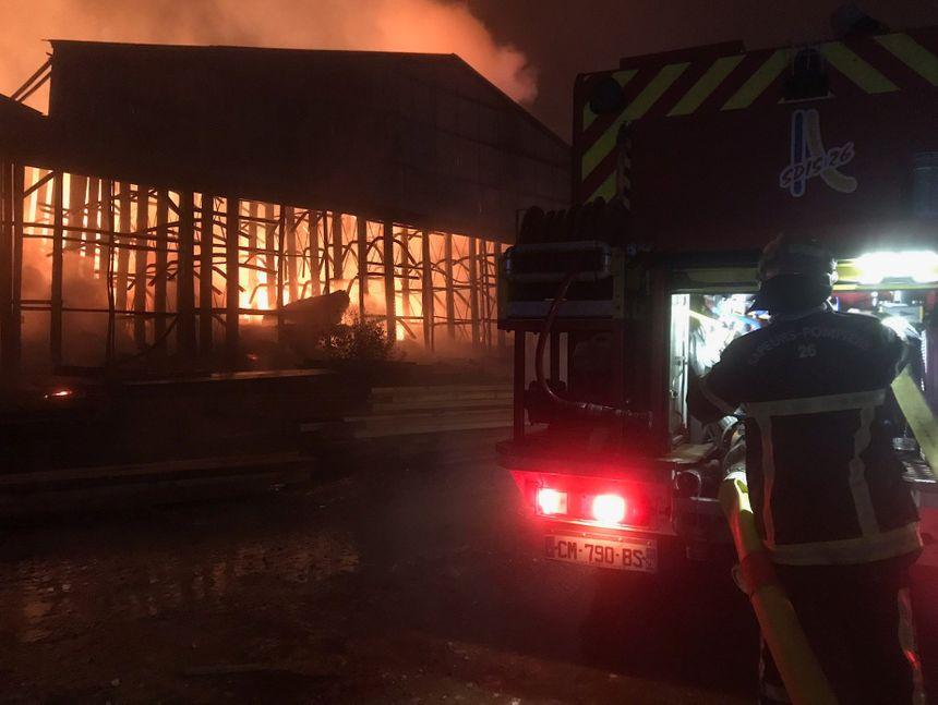 L'incendie très violetn a pris vers 2 heures 30 dans la nuit de mardi à mercredi.