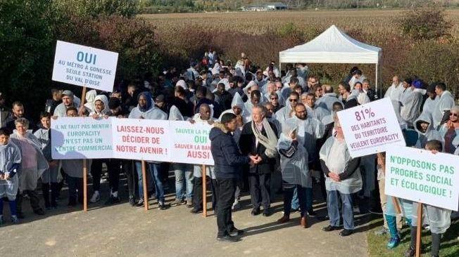 Plus de 200 personnes ont manifesté au Triangle de Gonesse pour défendre le projet Europacity