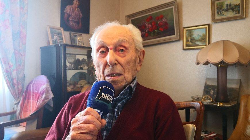 Marcel Meys, chez lui, interviewé par France Bleu Isère