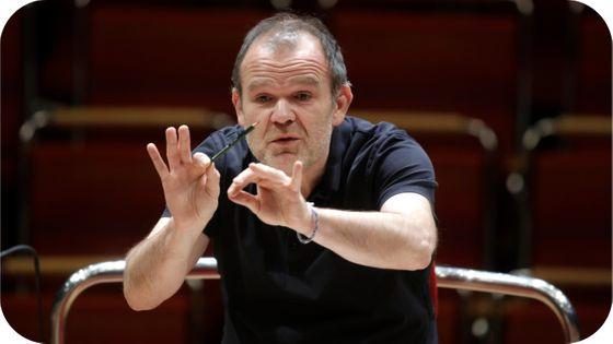 François-Xavier Roth dirige l'Orchestre du Gürzenich à la Philharmonie de Cologne