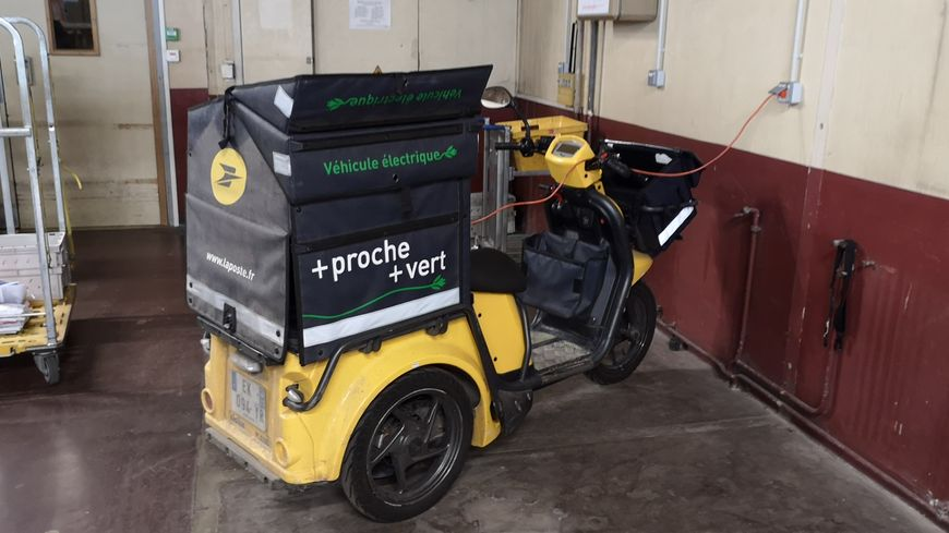 L'un des véhicules électriques utilisés par La Poste à Dijon