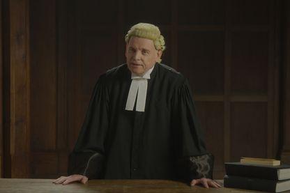 Des comédiens interprètent les minutes du procès.