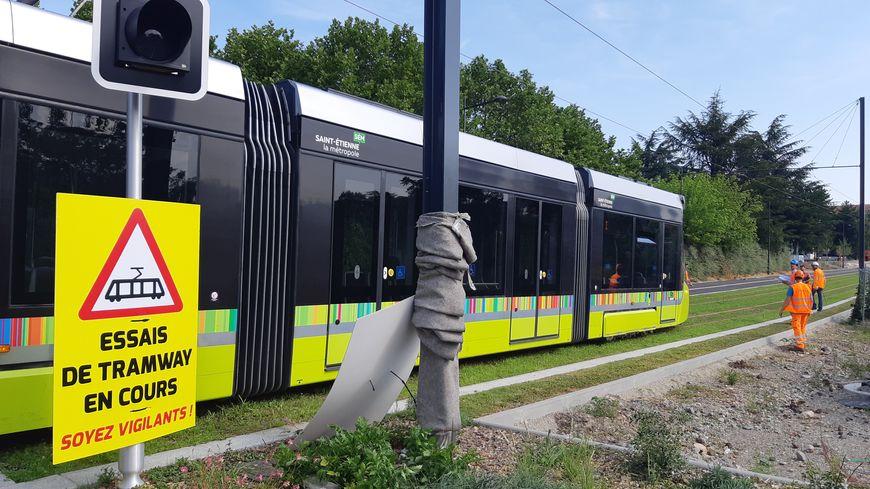 Un tramway en test à Saint-Étienne (Loire) au mois d'août 2019.
