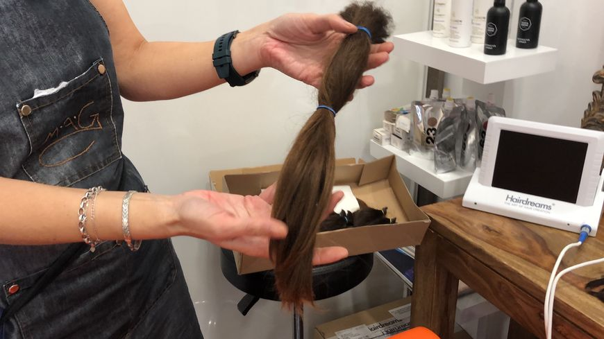 Pour Octobre Rose, l'association SolidHair récolte des mèches de cheveux d'un minimum de 25 cm.