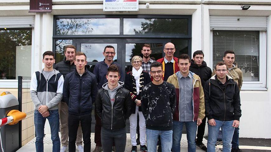 Photo de rentrée 2019 pour les élèves du Junior Team Suzuki Lycée Le Mans Sud... Pourquoi pas vous la saison prochaine ?