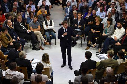 Emmanuel Macron lors d'un débat sur le thème des retraites lors d'une visite à Rodez dans le sud-ouest de la France le 3 octobre 2019.