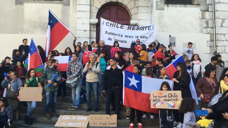 Environ 300 personnes se sont rassemblées en soutien au peuple chilien.