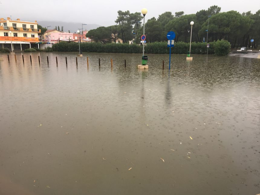 Le parking de la plage d'Argelès en fin de matinée