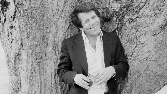 Le chef d'orchestre et claveciniste Raymond Leppard en 1975 au Royaume-Uni