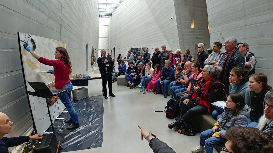 La plasticienne Valérie Mathias a reproduit une partie de la salle des taureaux devant les visiteurs.
