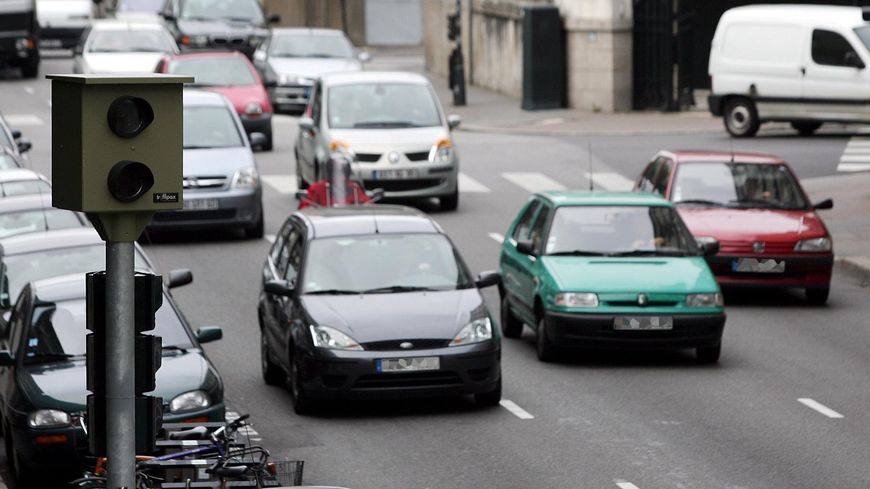 Désormais les véhicules non-assurés sont détectés grâce au nouveau F.A.V. : le fichier des véhicules assurés dressés par les assureurs et communiqués aux forces de l'ordre