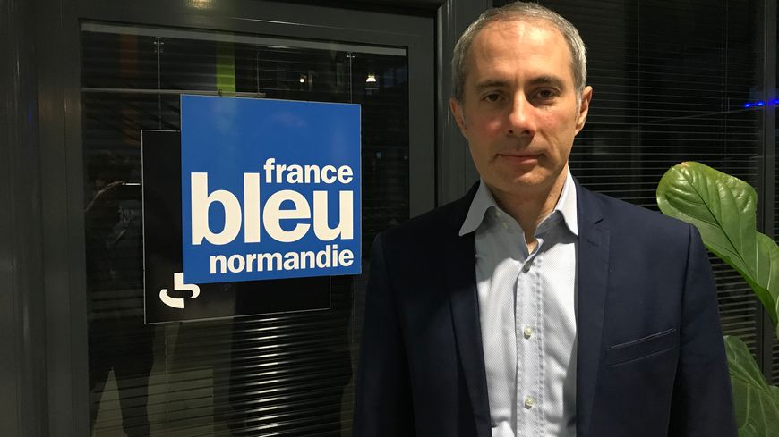 Le vice-président (EELV) de la métropole en charge de l'environnement, Cyrille Moreau, dans les locaux de France Bleu Normandie.