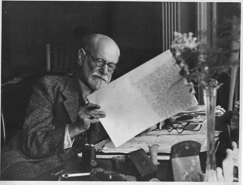 En partant de la neuropathologie, comment Freud s'est-il intéressé à la psychiatrie ?