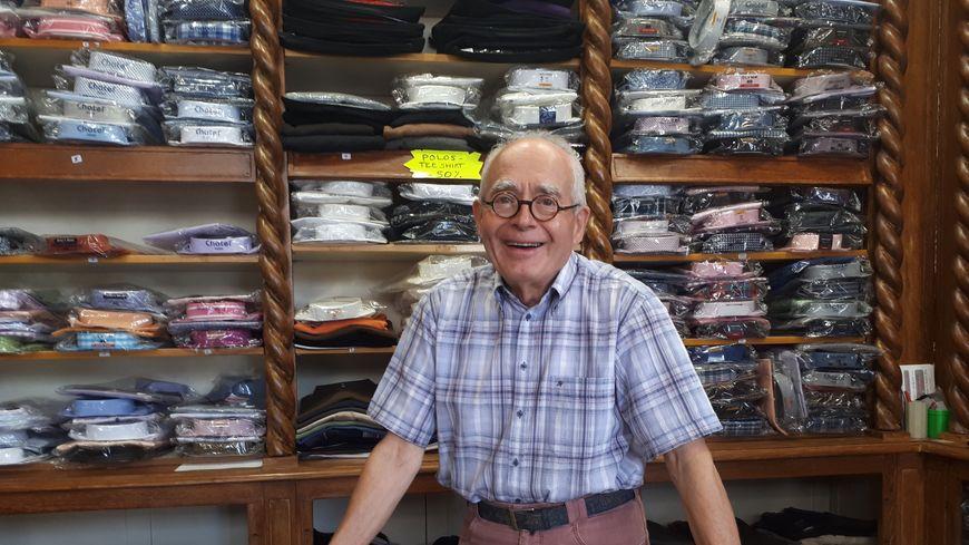 Gérard Lafforgue, tailleur, a décidé de prendre sa retraite à 80 ans.