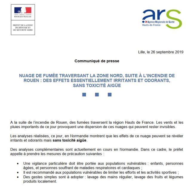 """La préfecture du Nord et l'ARS notent que """"des fumées traversent les Hauts-de-France"""", mais en excluent la """"toxicité""""."""