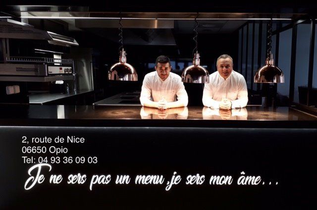 De G a D : Frédéric Bogé et Thierry Molinengo dans leur cuisine