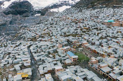 """Vue de """"La Rinconada"""" au Pérou, la ville la plus haute du monde perchée à 5300 mètres"""