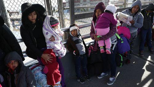 Mexique : à la frontière avec les migrants bloqués