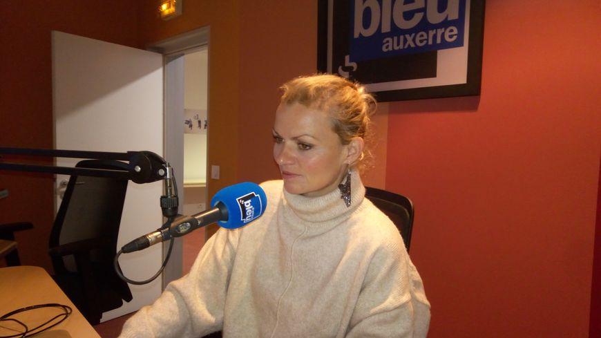 Florence Henry, dans les studios de France Bleu Auxerre
